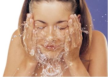 Agua hidrata la piel