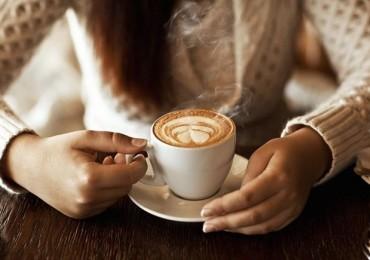 Tomar café por las mañanas